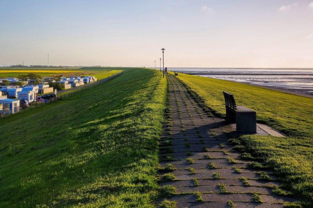 Fahrradtour über den Deich von Neuharlingersiel