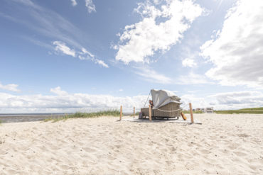 Glamping at the North Sea: beach chair in Hooksiel
