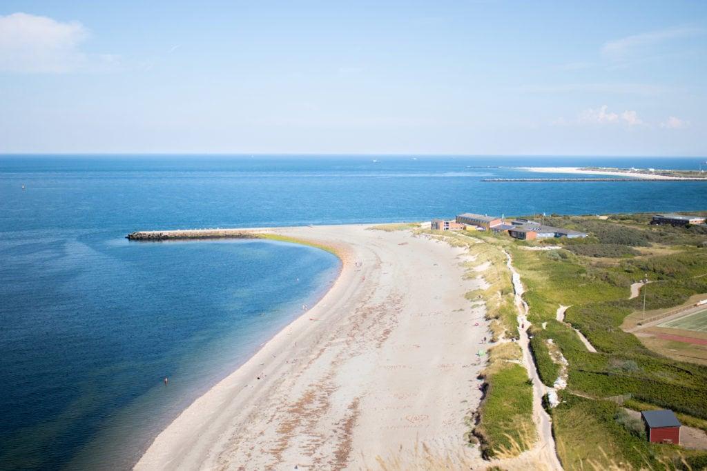 Breiter Sandstrand auf Helgoland