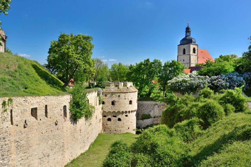 Drehorte in Saale-Unstrut: Querfurt mit Querfurter Burg und Friedhof