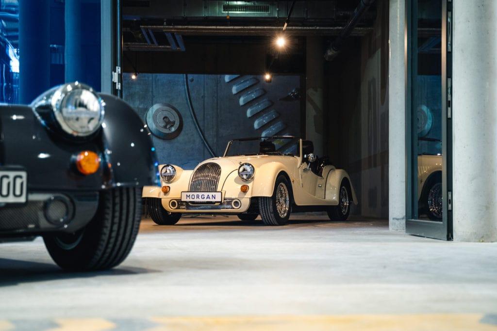 Hellgelber Morgan Oldtimer auf der Motorworld in München
