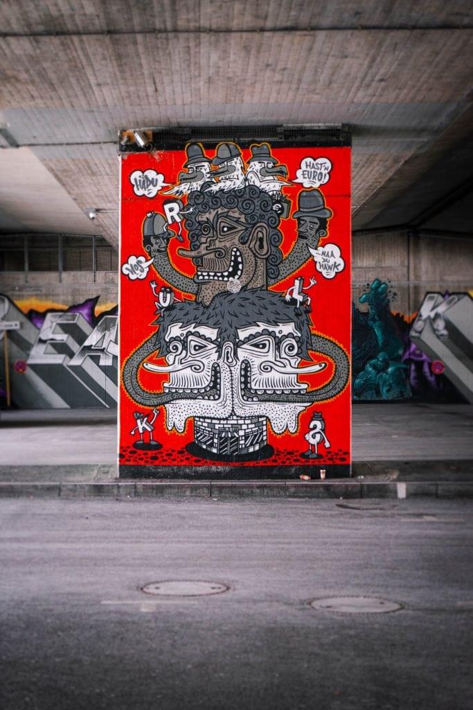 Street Art unter einer Brücke in München