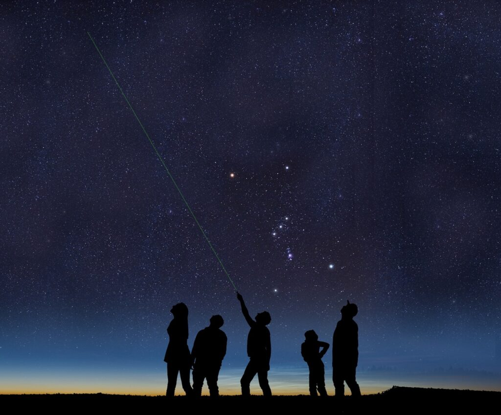 Gruppe bei einer Sternführung im Chiemsee-Alpenland