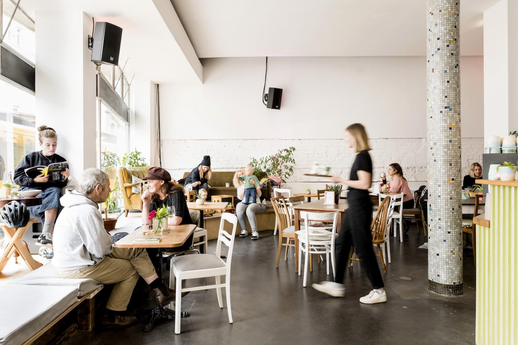 Nachhaltiger Konsum im Café raupe Immersatt in Stuttgart