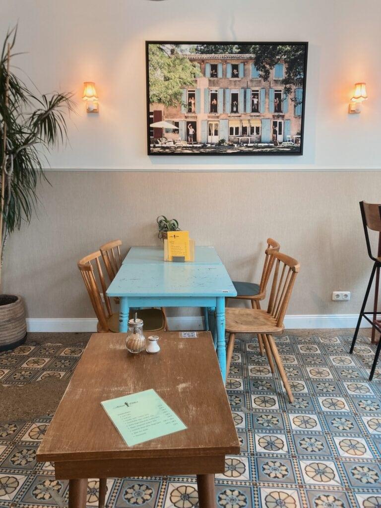 Café Armer Ritter auf der Merowingerstraße in Köln